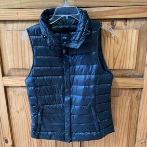 Gap black vest size small. Down filler